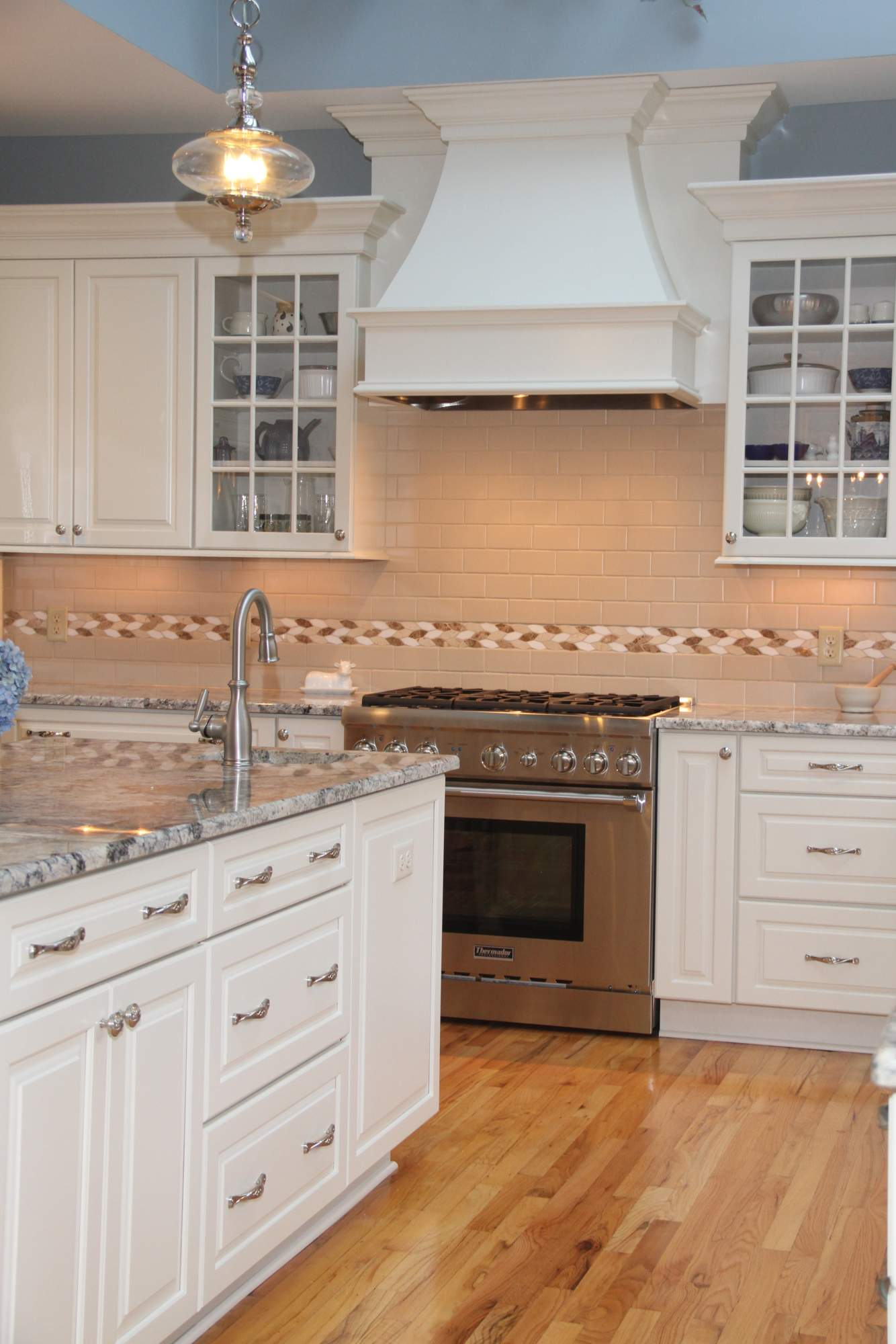 Traditional White Kitchen With Blue Azurite Granite ...