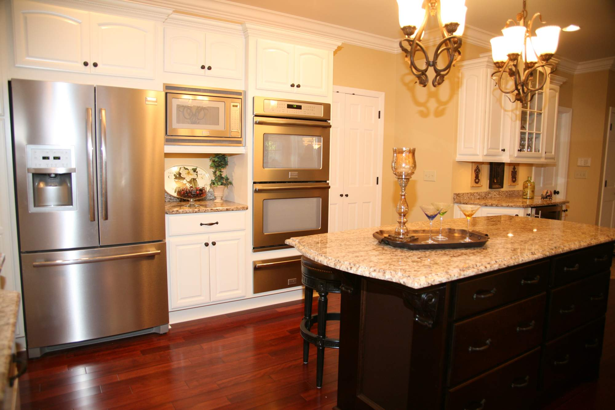Traditional Cream & Mahogany Kitchen > Kitchens > Projects > Repp ...