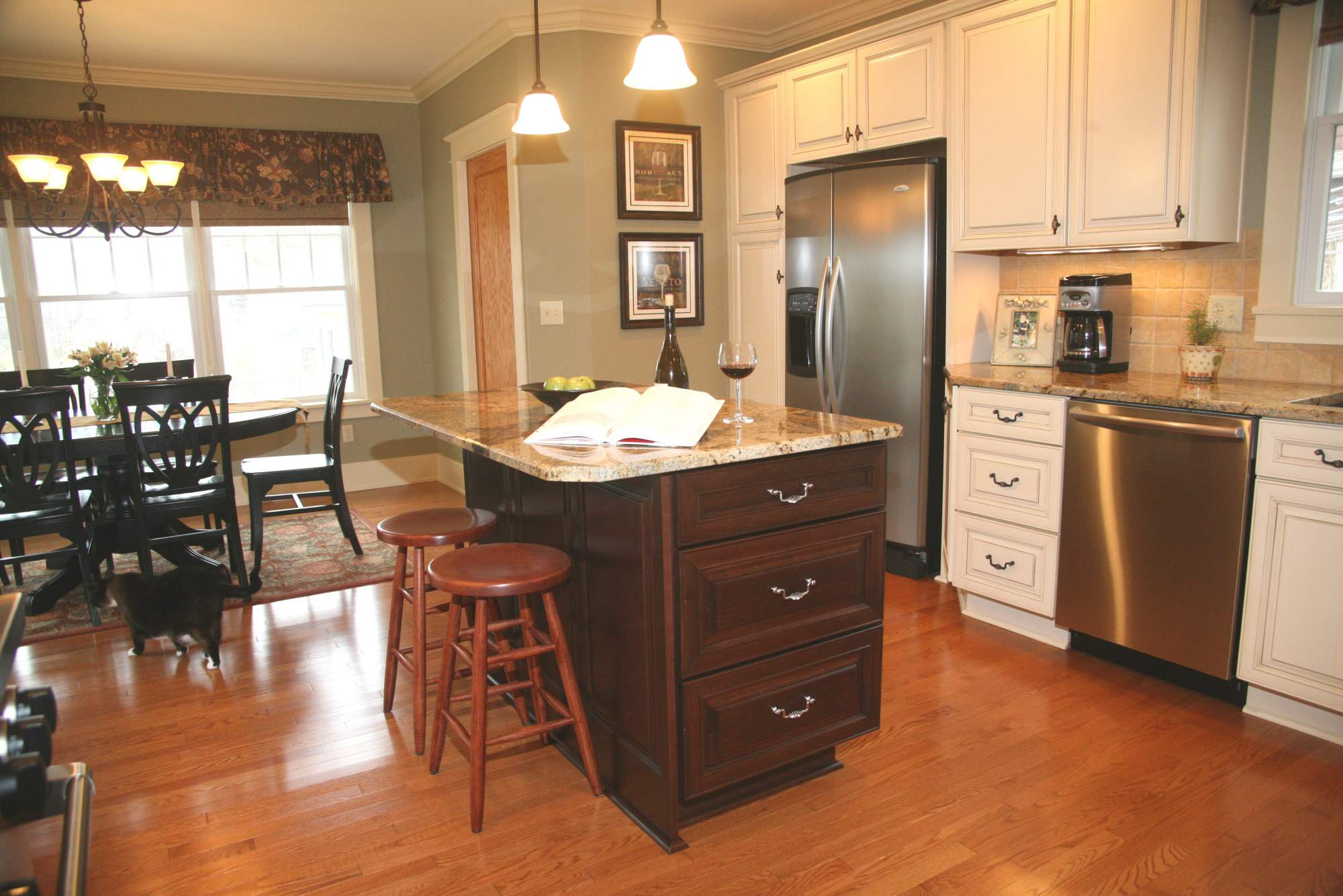 Historical traditional gourmet kitchen kitchens for Gourmet kitchen