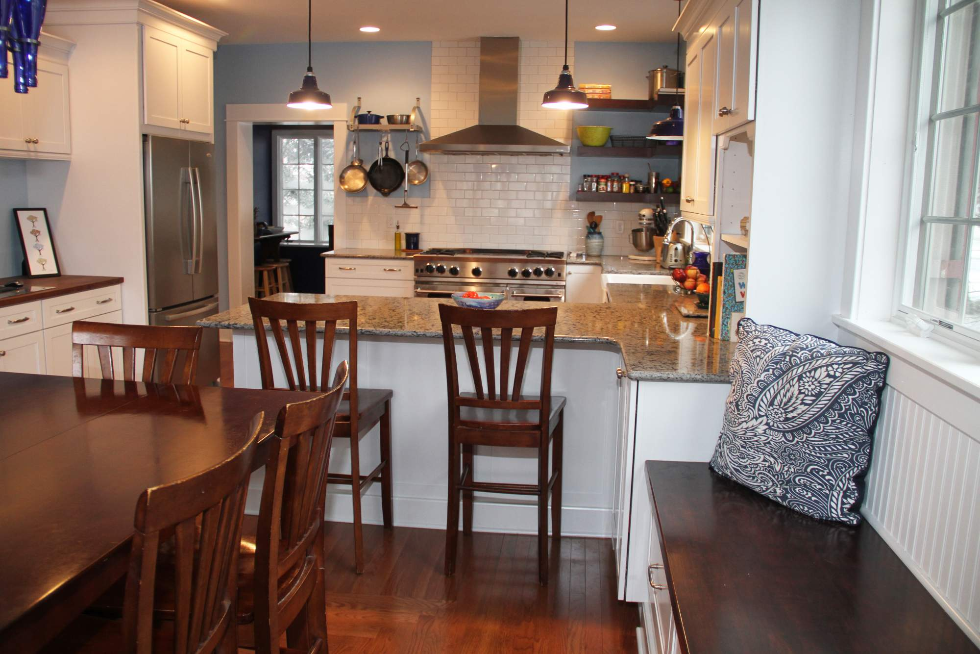 bright casual family kitchen - Family Kitchen